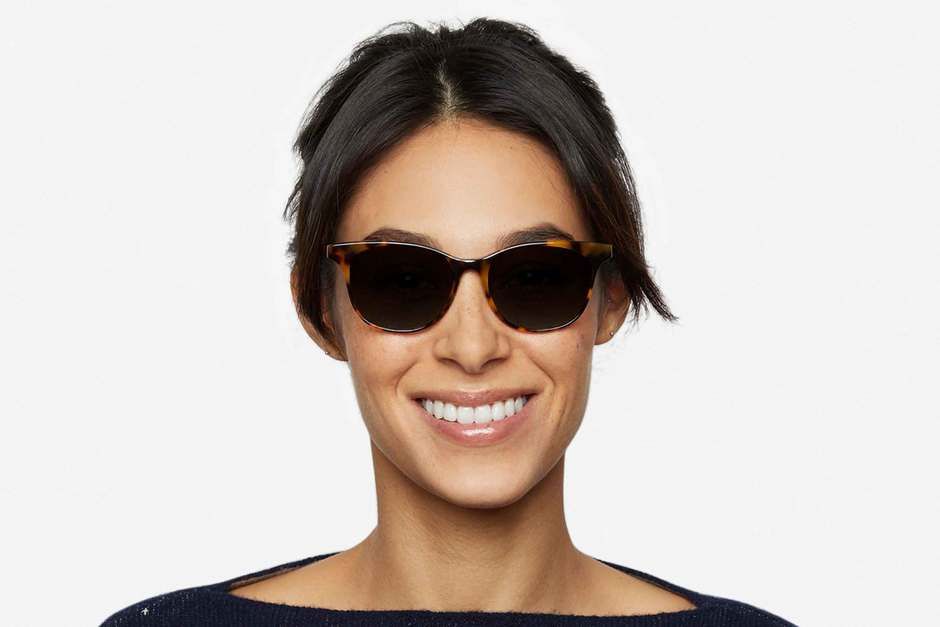 Lovelace sunglasses in serengeti on female model viewed from front