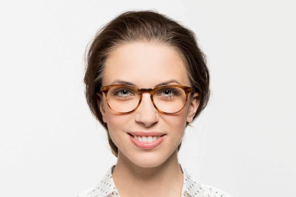 Roebling eyeglasses in amber toffee on female model viewed from front